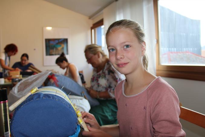 Ana Benke ,como vive en Alemania se estrenó con un mundillo alemán que le regaló su profesora en prácticas,Mariely.